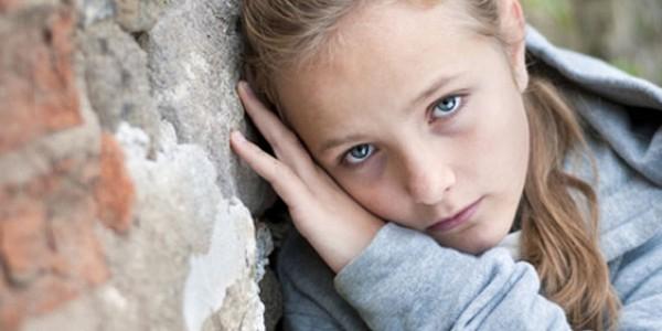 Ergenlik, çocuklukla yetişkinlik arasına, ebeveynler tarafından inşa edilen bir asma köprüye benzer...