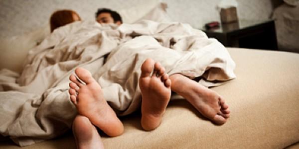 Yatakta kadın ve erkeğin doğaları gereği var olan farklılıklarının görmezden gelinmesi seks hayatına zarar verebilir...
